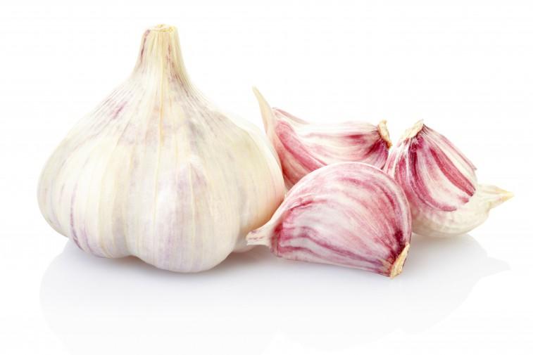 Salmone spinaci aglio: tutti i cibi che aiutano a vivere più a