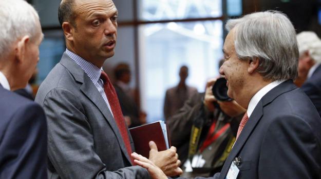 centro smistamento, immigrazione, ministro dell'interno, quote, redistribuzione, Angelino Alfano, Sicilia, Politica