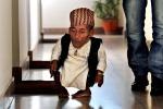 Addio all'uomo più basso del mondo: le foto di Chandra Bahadur Dangi