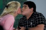 Il 13 dicembre sposerà Rocio Oliva: Maradona vuole Papa Francesco a celebrare - Foto