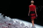 Settimana della moda, la donna in rosso di Armani. Lo stilista: non ci sarà mai più nessuno come me