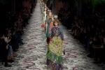 Anarchia estetica e voglia di tenerezza: sfila Gucci - Foto
