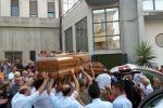 Coniugi uccisi a Palagonia, folla alla camera ardente - Foto