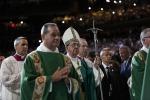 Da Gloria Estefan a Martin Sheen: parata di star al Madison Square Garden per il Papa - Foto
