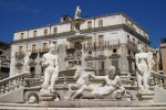 Da Firenze a Palermo, piazza Pretoria fra nudità e figure mitologiche