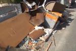 Sciacca, rifiuti abbandonati per strada: multe