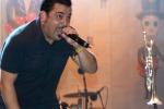 Cede il palco a Palazzolo Acreide, Roy Paci cade: per lui alcune fratture