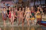Viaggio nei paradisi tropicali: a New York sfila Tommy Hilfiger