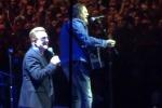 Bono canta a Torino: il duetto sul palco insieme a Zucchero - Video