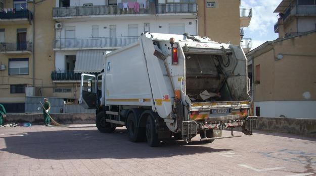 Ruba autocompattatore a Ragusa, Ragusa, Cronaca