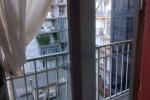 Bimba di 3 anni cade da una finestra al secondo piano: è grave