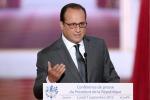 """Hollande: """"Raid contro lo Stato islamico, da domani voli di ricognizione in Siria"""""""