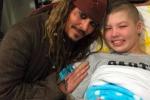 Johnny Depp è... Jack Sparrow, la visita in un ospedale per bambini - Video