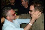 """L'ennese Lanzino torna in scena e chiede al """"sosia"""" Bono una firma contro l'Eternit"""