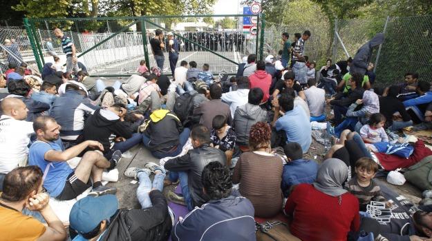confine, immigrazione, migranti, Sicilia, Cronaca