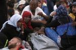 Migranti sfondano i cordoni in Croazia Migliaia in fuga, rischio collasso