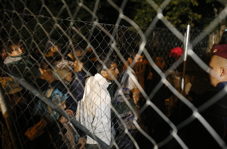 Ungheria, aiutare migranti clandestini sarà reato penale