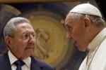 Papa Francesco dona a Lampedusa il crocifisso di Raul Castro