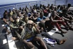 Migranti, in 355 sbarcano al porto di Messina