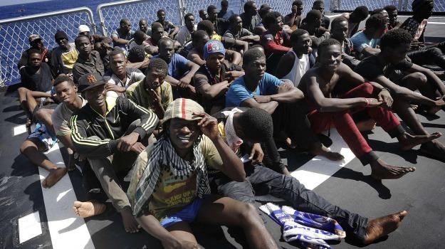contributi, licata, migranti, Agrigento, Economia