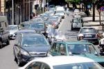 Italiani pigri, tornano a usare l'auto per ogni spostamento: ecco i risultati di un'indagine