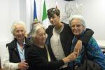 Dopo la gaffe, Miss Italia incontra alcuni superstiti dell'eccidio nazista - Foto