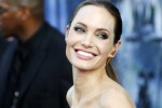 """""""Non vedo l'ora di avere 50 anni"""": la Jolie lascia tutti a bocca aperta"""