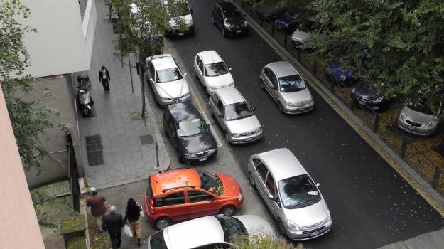 app, auto in doppia fila, Sicilia, Società