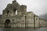 Siccità in Messico, riemerge dalle acque un'antica chiesa: le foto