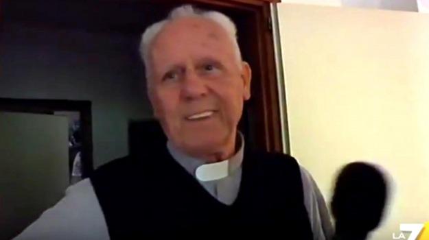 dicocesi, omosessualità, pedofilia, prete, revoca, sacerdote, trento, Sicilia, Cronaca
