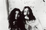 """Aveva desideri bisessuali"": Yoko Ono racconta John Lennon"