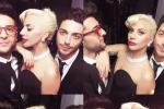Primato in classifica, il Volo festeggia con un selfie insieme a... Lady Gaga - Foto