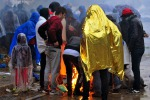 La Slovenia rifiuta i migranti, in centinaia bloccati sotto la pioggia al confine