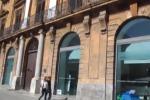 Palazzo Riso, crolla parte del cornicione