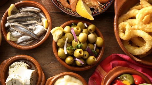 gastronomia spagnola, tapas, Sicilia, Società