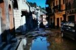 Caos a Calatabiano: si rompe una grossa tubazione, fango e detriti in strada