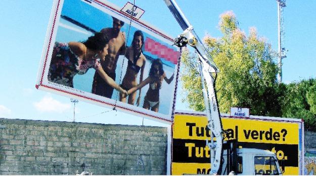 cartelloni, rimozioni, Agrigento, Cronaca