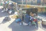 Palermo, rifiuti davanti al mercato ortofrutticolo: cassonetti bruciati e capovolti