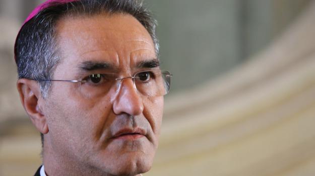 vescovo ragusa migranti, Carmelo Cuttitta, Ragusa, Cronaca