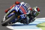 A Le Mans cavalcata di Lorenzo, Rossi tiene ed è 2°: cade Marquez