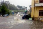 Maltempo a Palermo, rischia di annegare dentro l'auto: anziano salvato