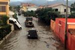 Mezza Sicilia travolta dal maltempo, fiumi esondati e alberi sradicati - Foto e Video
