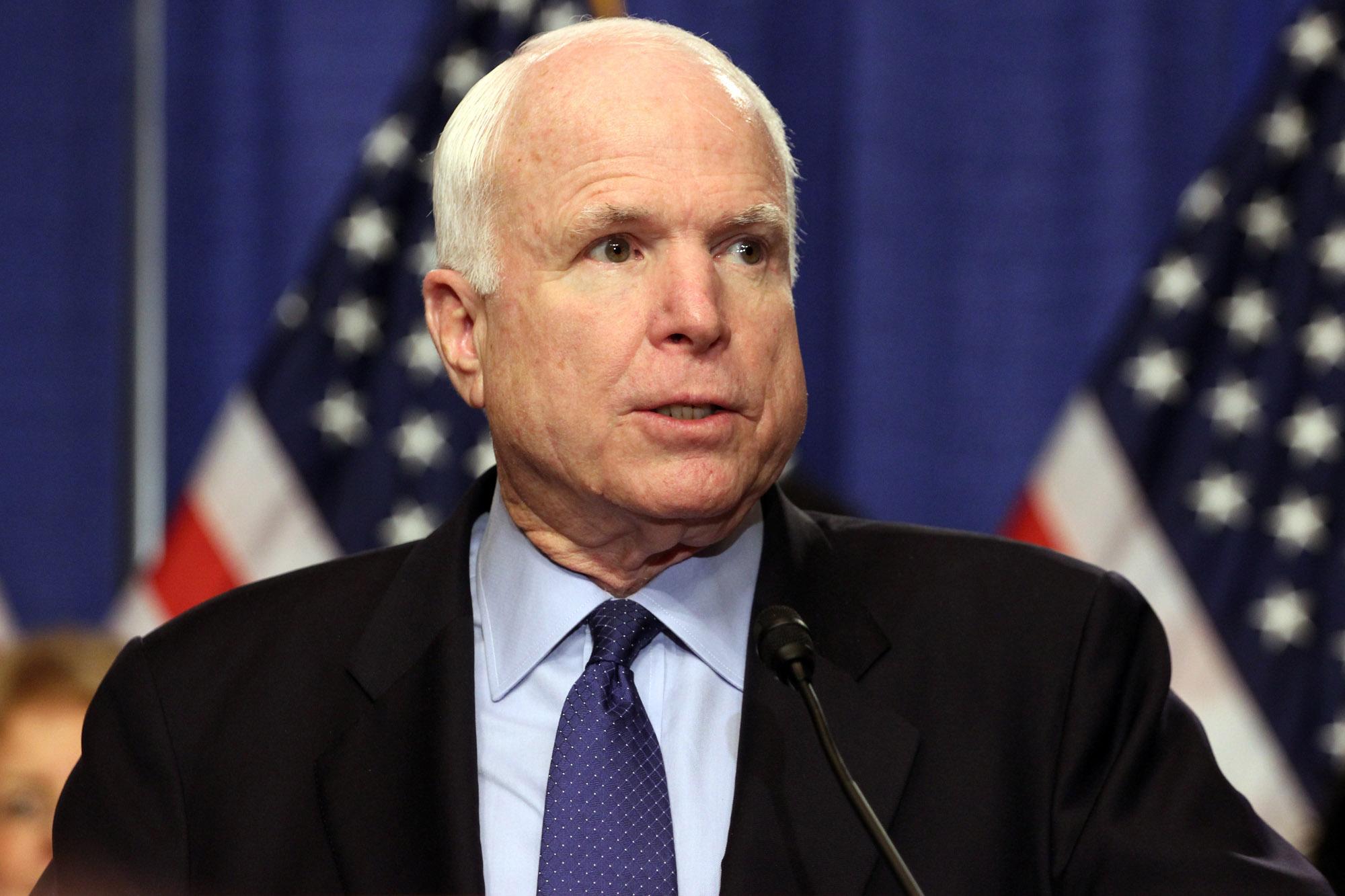 Parenti di McCain non vogliono vedere Trump al funerale del senatore americano