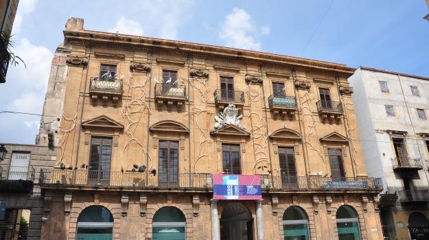 Cornicione, crollo, palazzo riso, Palermo, Cronaca