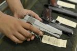 Accusato di vendere armi con troppa facilità: maximulta a un rivenditore