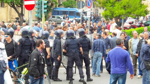 forestali, LAVORO, protesta, regione, STIPENDI, Sicilia, Economia