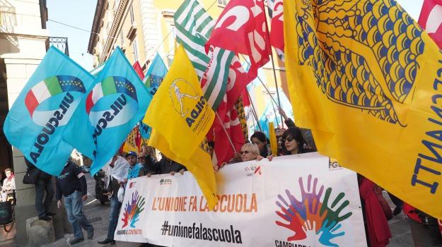 catania, precari, scuola, Catania, Economia