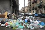 Cassonetti pieni a Messina, disservizi nella raccolta dei rifiuti