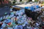 Porto Empedocle, si cammina tra i rifiuti