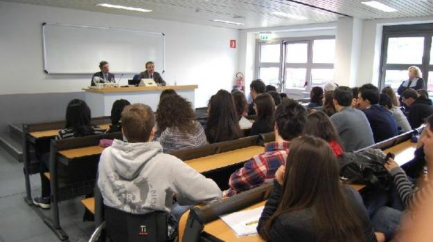 bergamo, studenti, tesserino, transessuali, università, Sicilia, Cronaca